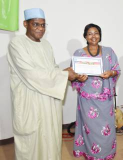 Dr. Juliana Rwelamira, Managing Director of SAA received a certificate of appreciation from Dr. Abdoulaye Hamadoun, General Secretary of the Ministry of Agriculture of Mali