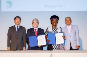 ​Signing ceremony of MOC with JICA (From left, Dr. ​Shinichi ​Kitaoka, President of JICA, Mr. ​Hiroshi ​Kato, Senior Vice President​ of JICA​, and Hon. Prof. ​​Ruth Oniang'o, Chairperson of SAA, Mr. Yohei Sasakawa. Chairman of The Nippon Foundation)