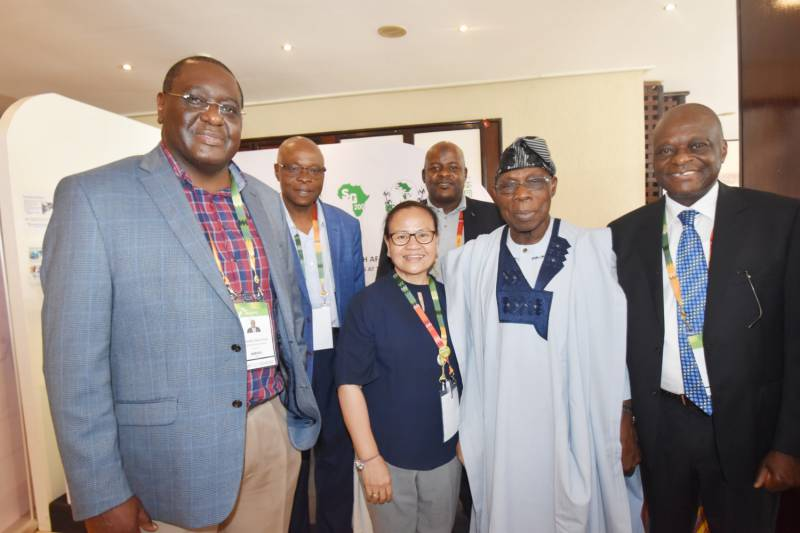 H.E Olusegun Mathew Okikiola Aremu Obasanjo, former President of Nigeria graced SAA's booth. He was received by Dr. Deola Naibakelao, Dr. Mel Oluoch and Engineer Halos-Kim