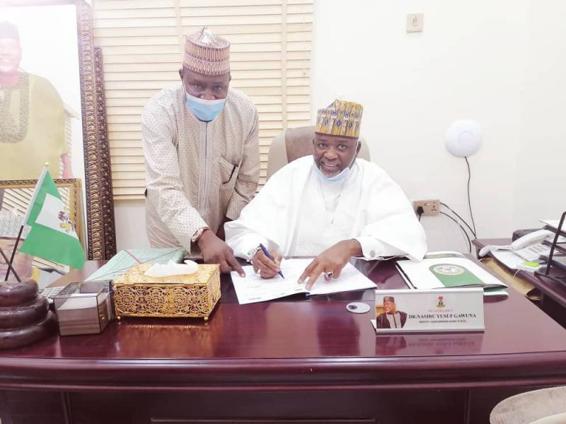 The Deputy Governor and Hon. Commissioner for Agriculture signing the MoU assisted by the Country Director, Dr. Sani Miko